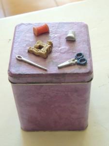 boite à boutons dans decoration couturière b-002-225x300